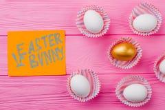 在一个小组的金黄鸡蛋白鸡蛋中 免版税库存图片