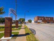 在一个小镇的美好的路线66街道视图在俄克拉何马-斯特劳德-俄克拉何马- 2017年10月16日 库存图片