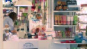 在一个小购物精品店(4里面7) 股票视频