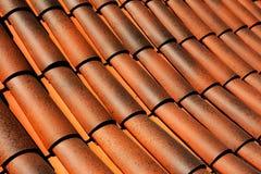 在一个屋顶的木瓦在阳光下 免版税图库摄影