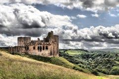 在一个山坡的Crichton城堡在中洛锡安 图库摄影