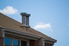 在一个工业屋顶的2个烟囱 库存图片