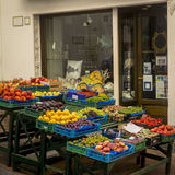在一个市场上的新鲜水果在卡普里岛海岛上在意大利 免版税库存图片