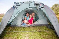 在一个帐篷的家庭在夏天 库存照片