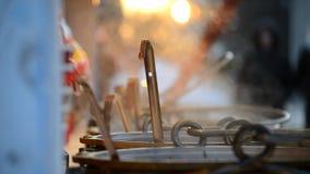 在一个平底锅的把柄杓子用加香料的热葡萄酒 影视素材