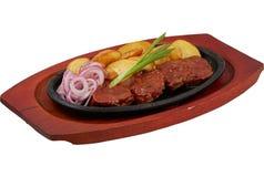 在一个平底锅的牛肉用西红柿酱 库存图片