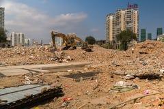 在一个建造场所的垃圾堆在旅游市三亚 免版税库存照片