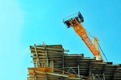 在一个建造场所的塔吊在迈阿密海滩 免版税库存图片