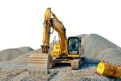 在一个建造场所的被跟踪的挖掘机在瓦砾中被隔绝的堆 库存图片