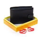 在一个开放礼物盒的男性黑钱包 库存照片