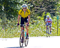 在一个循环的事件期间的自行车车手 免版税图库摄影