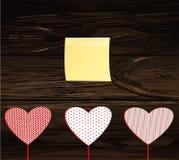 在一个忠心于的红色心脏图象 黄色纸片为 库存例证