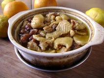 在一个慢烹饪器材罐的中国人炖煮的食物 库存图片