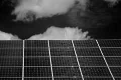 在一个房子的屋顶的太阳能电池在诺德霍恩 免版税库存图片