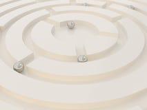 在一个抽象迷宫的金属球形 免版税库存照片