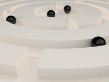 在一个抽象迷宫的黑球形 库存图片