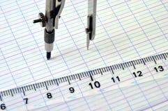在一个指南针的特写镜头有一个毕业的规则的 免版税图库摄影