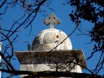 在一个教会的上面的基督徒十字架在黎巴嫩 免版税库存照片