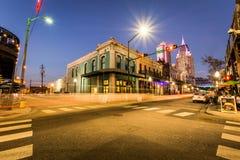 在一个晚上蓝色小时,历史的街市机动性,阿拉巴马 库存图片