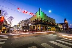 在一个晚上蓝色小时,历史的街市机动性,阿拉巴马 免版税库存照片