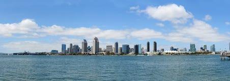 在一个晴天期间,圣地亚哥地平线 免版税库存照片