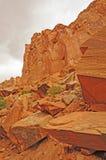 在一个暗藏的峡谷的红色岩石 库存照片