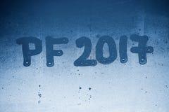 在一个有薄雾的窗口2017年写的PF 新年的庆祝的背景2017年 免版税图库摄影