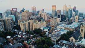 在一个朦胧的夏日期间,蒙特利尔的空中图象 免版税图库摄影