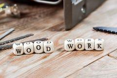 在一个木块写的词木工作 库存照片
