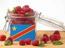 在一个木板条的刚果民主共和国旗子与蓝色 库存照片