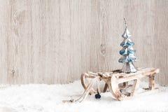 在一个木板的圣诞树 背景圣诞节新年度 图库摄影