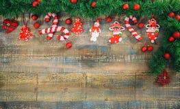 在一个木板的圣诞节装饰,拷贝空间 库存照片