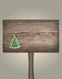 在一个木板的圣诞节绿色杉树 免版税库存照片