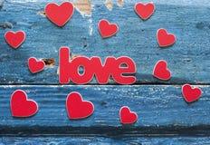 在一个木板的心脏 拟订日eps10问候例证s华伦泰向量 图库摄影