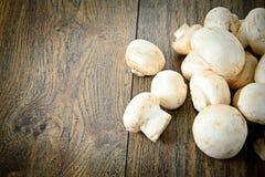 在一个木板的蘑菇 图库摄影