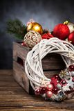 在一个木板箱的圣诞节装饰品 库存图片