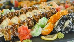 在一个木板设置的寿司卷 免版税库存图片