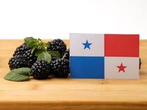 在一个木盘区的巴拿马旗子用被隔绝的黑莓  库存照片