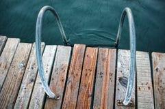 在一个木码头的一架梯子 图库摄影