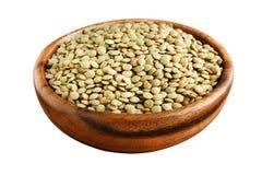 在一个木碗的绿色扁豆 库存图片