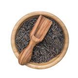 在一个木碗的黑水菰和橄榄木瓢 免版税库存照片