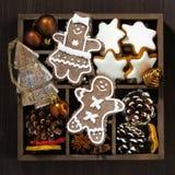 在一个木箱特写镜头的圣诞节标志,顶视图 库存图片