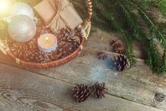 在一个木背景的圣诞节装饰 库存照片