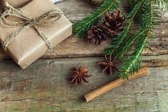 在一个木背景的圣诞节装饰 库存图片