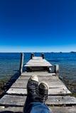 在一个木船坞的鞋子在科帕卡巴纳 免版税图库摄影