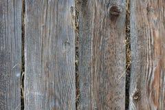 在一个木谷仓堆积的干草 库存照片