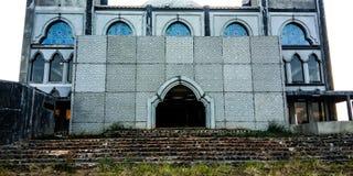 在一个未完成的清真寺前面 库存图片