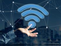 在一个未来派接口显示的Wifi标志-连接和 库存照片