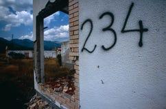 在一个村庄的废墟在科索沃。 库存照片