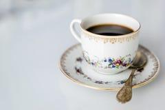 在一个杯子的咖啡在茶碟 免版税库存照片